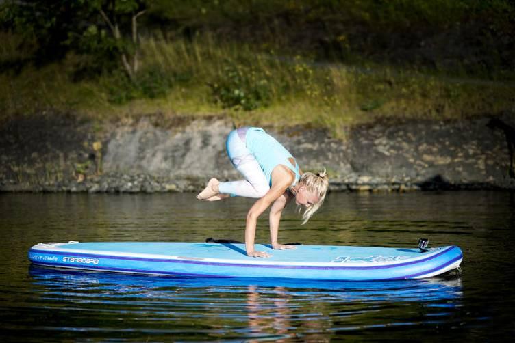 Dagens Næringsliv  - SUP-yoga i vinden